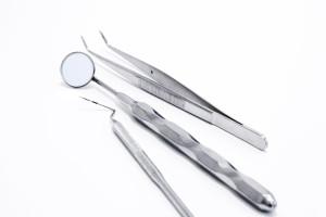 Instrumente zur Zahnbehandlung bei Kindern